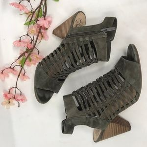 VINCE CAMUTO Caged Ecroya Sandals 8 M Booties
